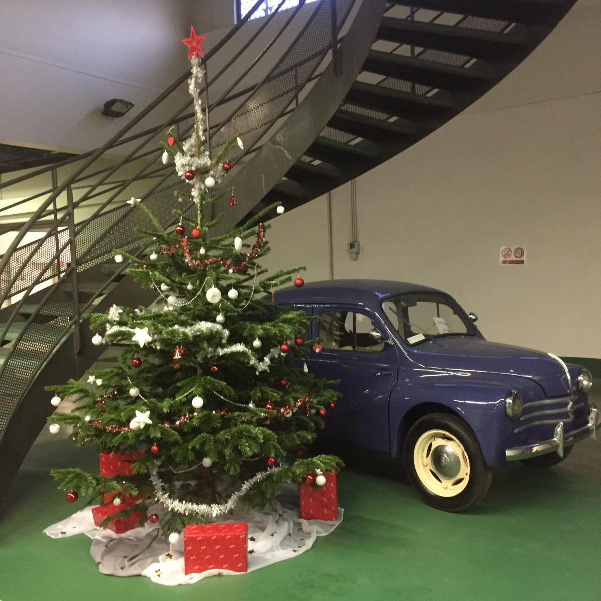 Renault 4cv sapin de Noel